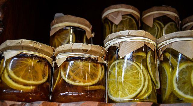 Limpiador de cáscara de limón y vinagre