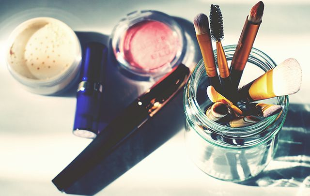 Recipiente para las brochas del maquillaje