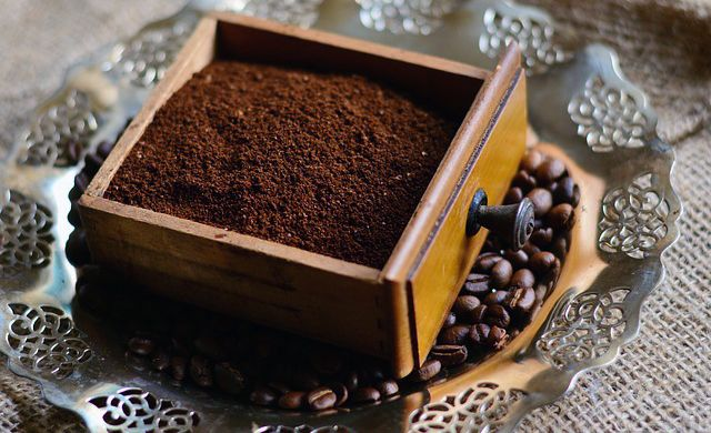 borra de café para hacer compost casero