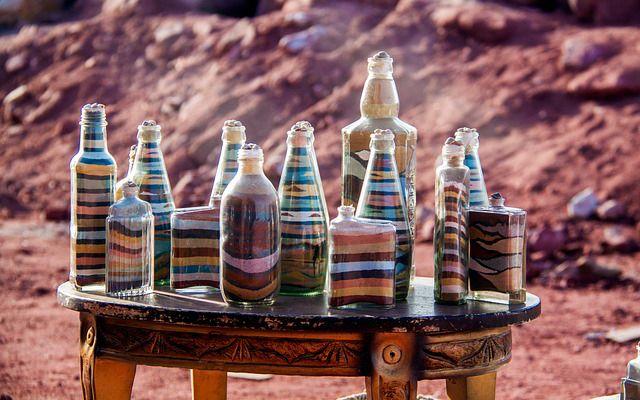 obras de arte con botellas de vidrio recicladas