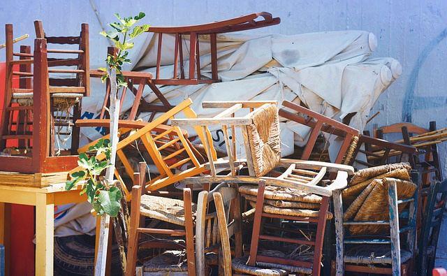 sillas rotas para reciclar y ganar dinero