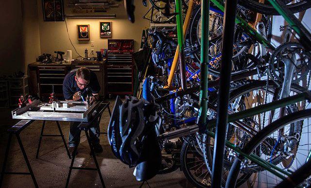 reparando bicicletas negocios sostenibles
