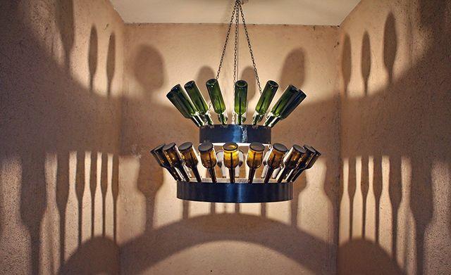 Lámpara con botellas de vidrio reutilizable