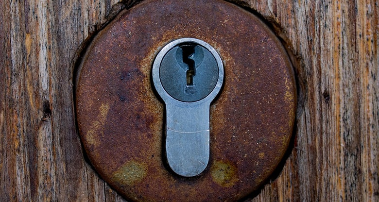 cerradura oxidada