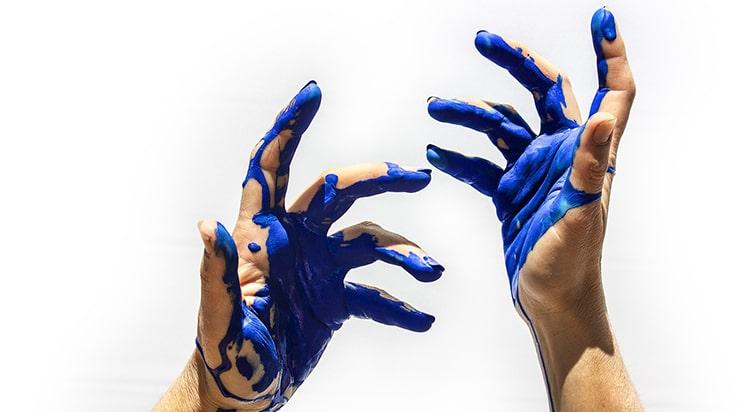 Elimina la pintura de las manos