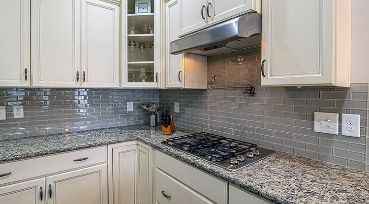 Campana extractora de la cocina, limpiada con vinagre.