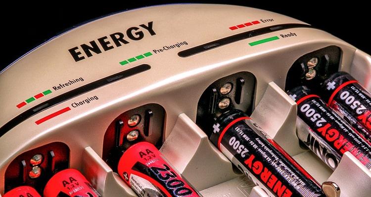 cargador de baterías o pilas