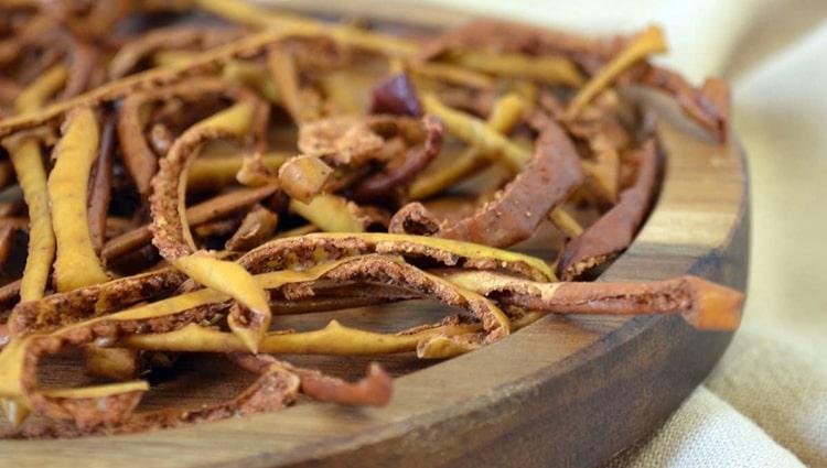 cáscaras de manzanas fritas