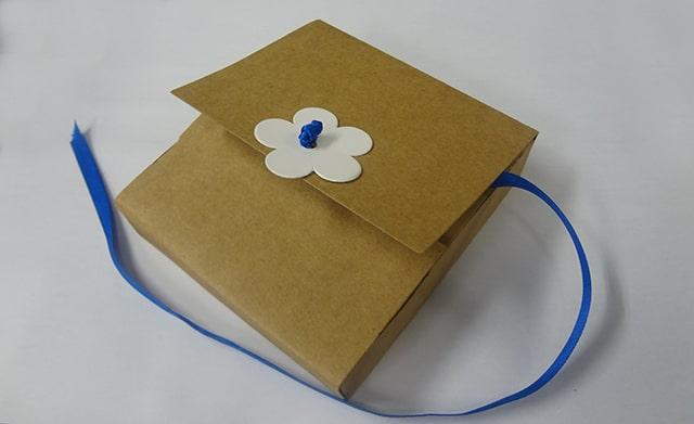 Paquete de cartón para empaquetar reciclado